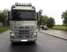 Volvo tractor unit with semitrailer FH 500 + LOHR